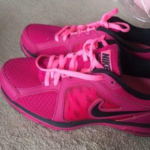 EUC Woman's Nike Dual Fusion Run Shoes Size 8